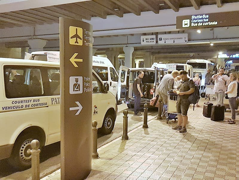 22f8ddde00 Shuttle and Courtesy Bus Pick Up Point at Málaga Airport - Gomarbella