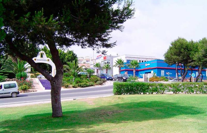 Help with getting to Riviera del Sol by bus and train from Malaga airport.